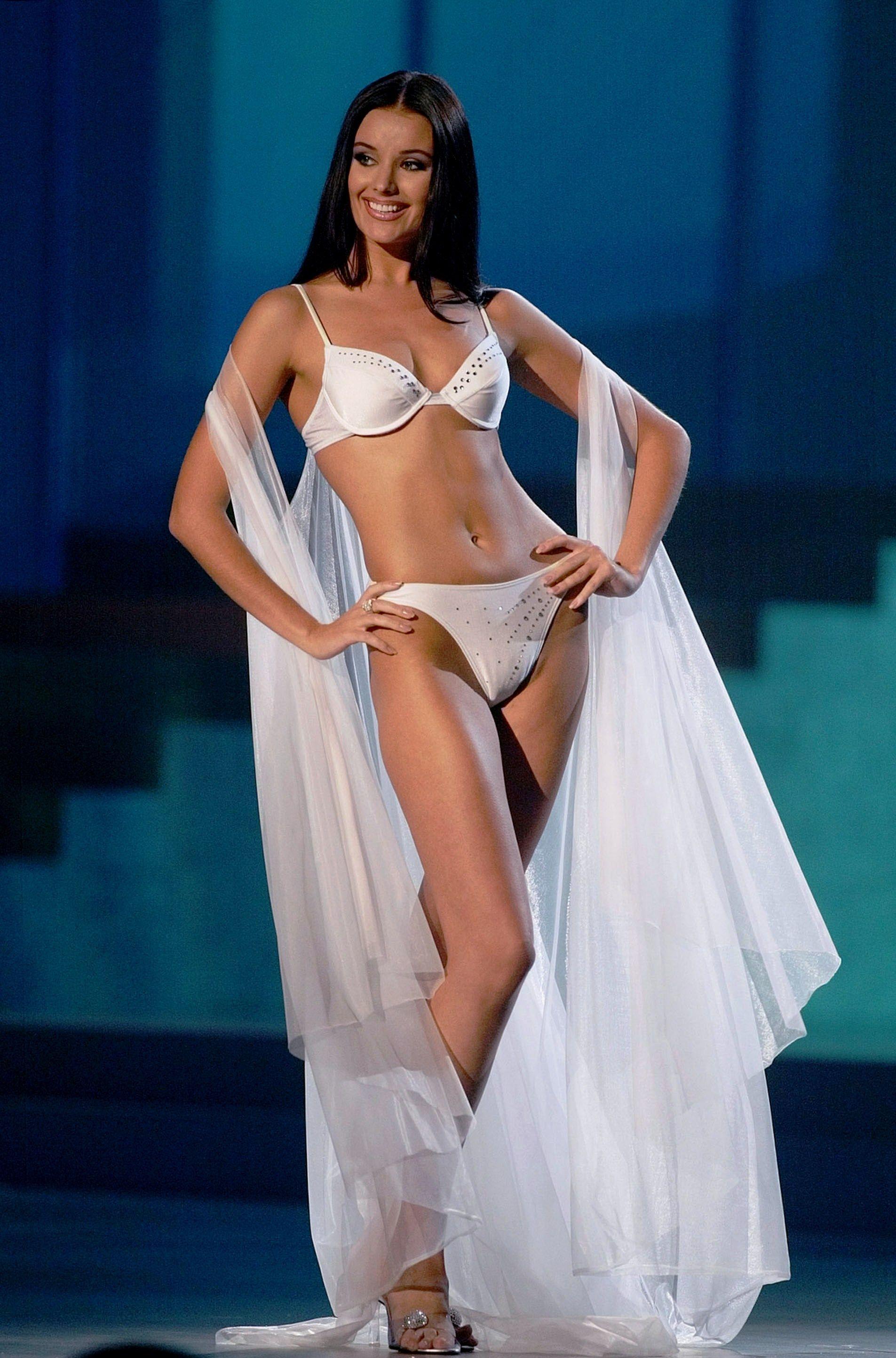 Oksana Fedorova posted hot photos in a swimsuit 11.09.2017 24