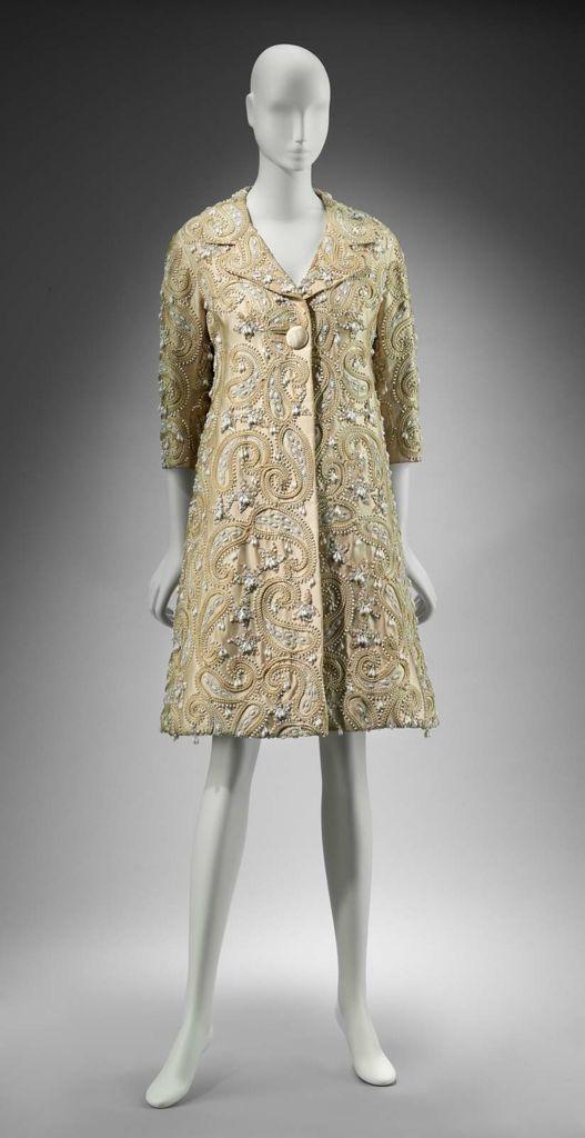 Woman\'s coat, Arnold Scaasi, 1962. | FASHION VINTAGE | Pinterest