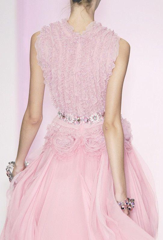 Jenny Packham   Details   Pinterest   Rosas, Vestido bordado y Gasa