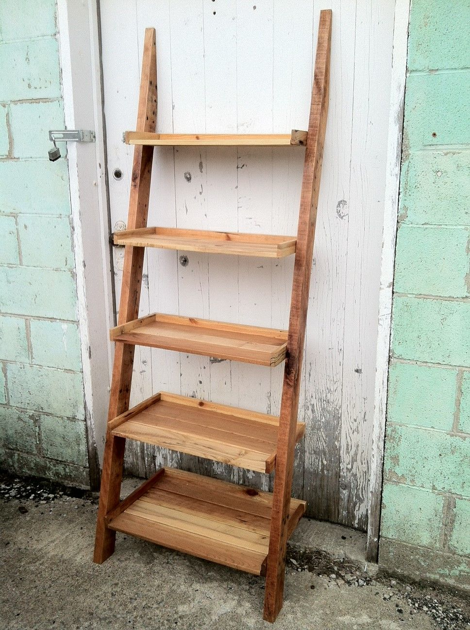 pallet wood ladder shelf great reclaimed wood book shelf. Black Bedroom Furniture Sets. Home Design Ideas