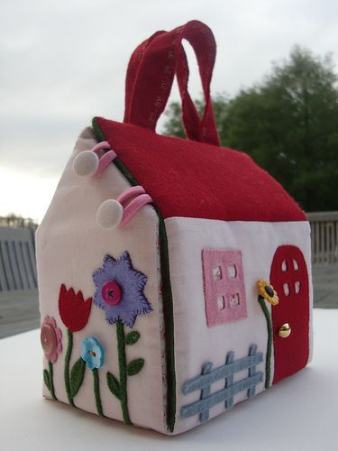 Little Fabric House In 2020 Fabric Houses Fabric Doll House Patchwork Bags