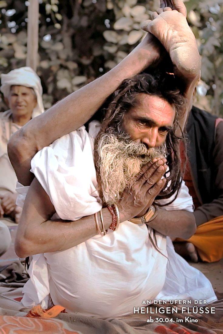 Hatha Yogi Baba Asket Und Sadhu Gibt Yoga Anleitung Fur Hinduistische Glaubige Wahrend