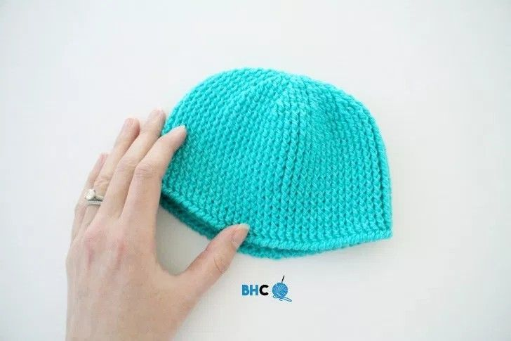 Perfect newborn Crochet hat to gift or donate. Free pattern
