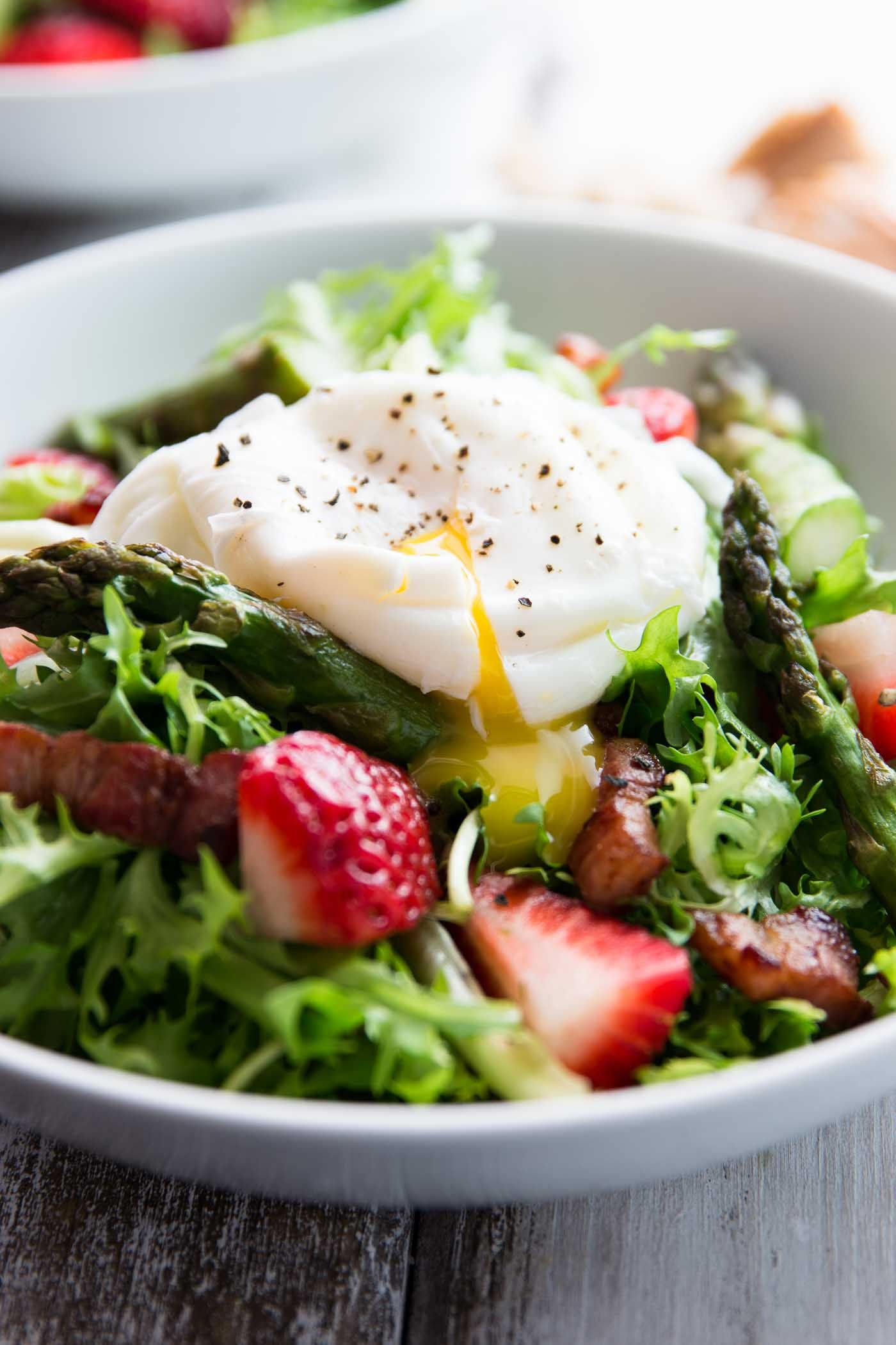 Asparagus bacon and strawberry salad with poached eggs for Poached strawberries