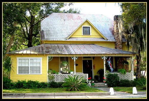 Best Yellow Charmer With Metal Roof And A Gable Full Of 640 x 480