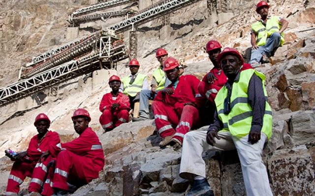 Etiopia, formazione e lavoro da un'impresa italiana Salini è presente in Etiopia per la costruzione di Gibe III, monumentale diga del Paese. In tre anni ha, il gruppo ha fornito 150 mila ore di formazione ai lavoratori locali. E così nel 2015, Salini  #salini #webuildvalue #etiopia