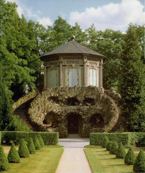 Veishochheim, Rococo garden pavilion in chinese style over gotto