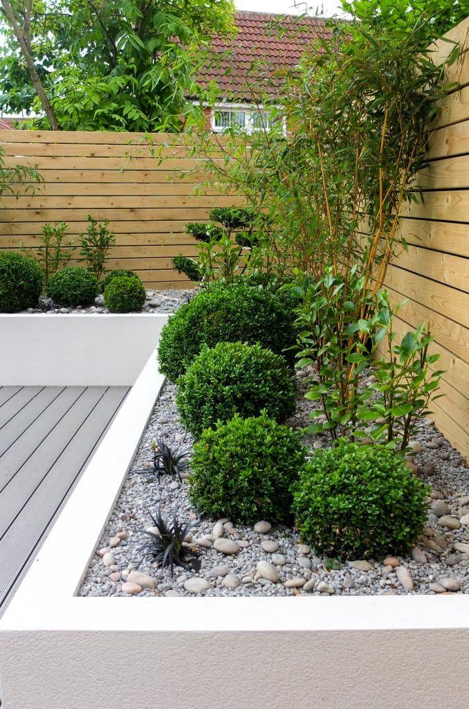 Photo of Small, low maintenance garden minimalistischer garten von yorkshire gardens minimalistisch holz-kunststoff-verbund