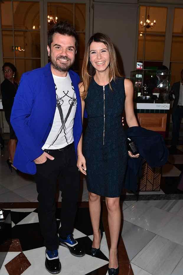 Beren Saat At Ozgur Masur Fashion Show 10 10 2013 Turkish Actors Turkish Pop Pop Music