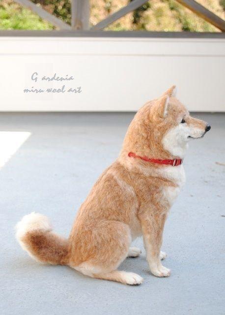 Miru 羊毛フェルト On Twitter 羊毛フェルトの柴犬君が完成しました やっぱり首輪は赤 グループ展につれていきます 羊毛フェルト 柴犬 In 2021 Felt Dogs Needle Felted Dog Felt Animals