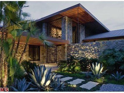 Jennifer Aniston Beverly Hills Home-exterior