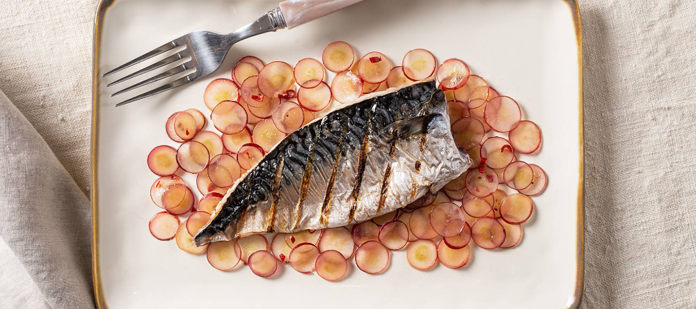 Caballa A La Plancha Con Uvas Encurtidas Comida étnica Recetas De Comida Comida Sin Carne
