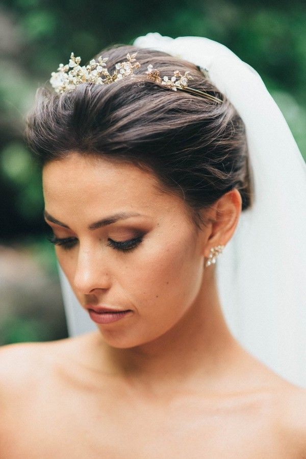 Sophisticated Ontario Wedding At The Manor By Peter Paul S Junebug Weddings Bridal Updo With Veil Veil Hairstyles Tiara Hairstyles