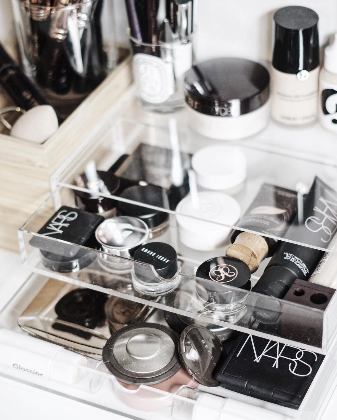 Minimal Makeup Storage B E A U T Y Makeup organization