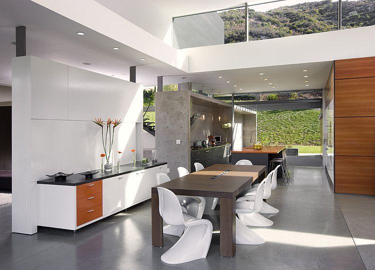 Lichte kleuren en mooie design meubels. #design #interieur design