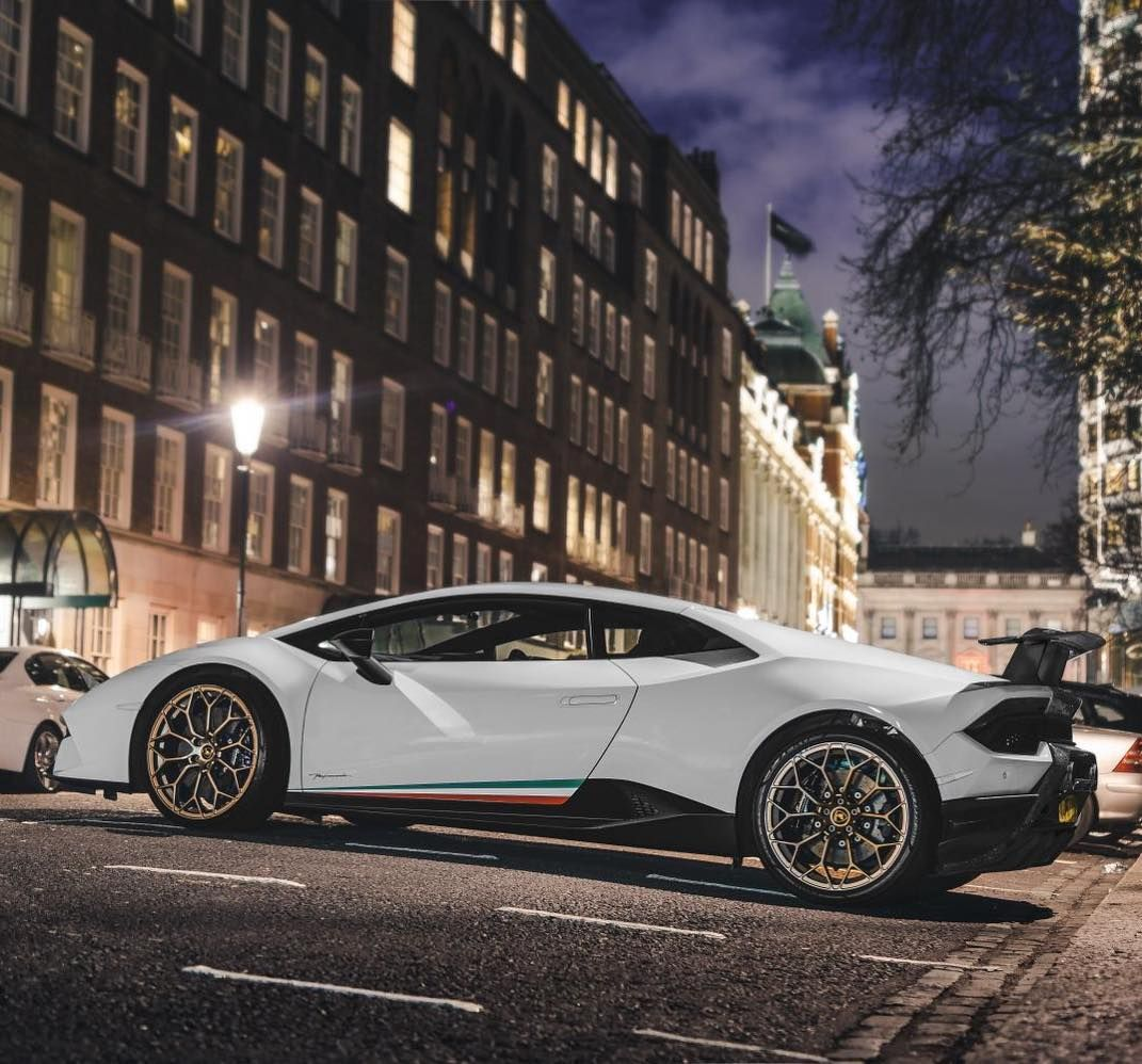 Supercarsoflondon On Instagram Another New Performante Hits London Pic By Apertureuk White Gold Lamborghini Huraca Street Racing Luxury Cars Vehicles