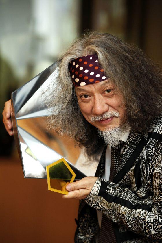 """Jin Akiyama El científico de la Universidad de Tokio se define como 'mate-mago'  """"Las matemáticas son una verdad para siempre"""""""