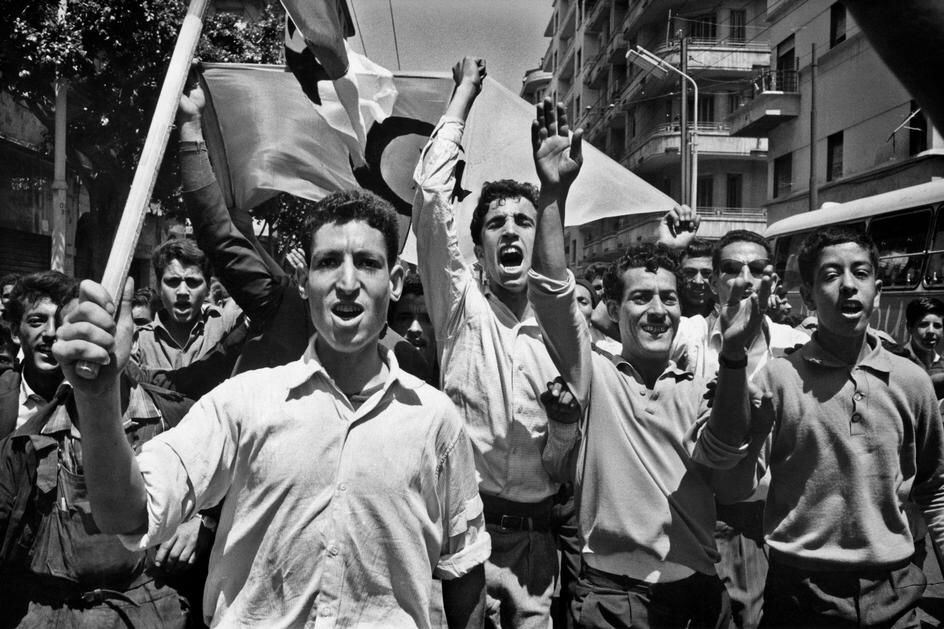 Crowds celebrate in Algiers as Algeria becomes an independent state. After  a nearly eight-year war against coloni… | Marc riboud, French  photographers, Photographer