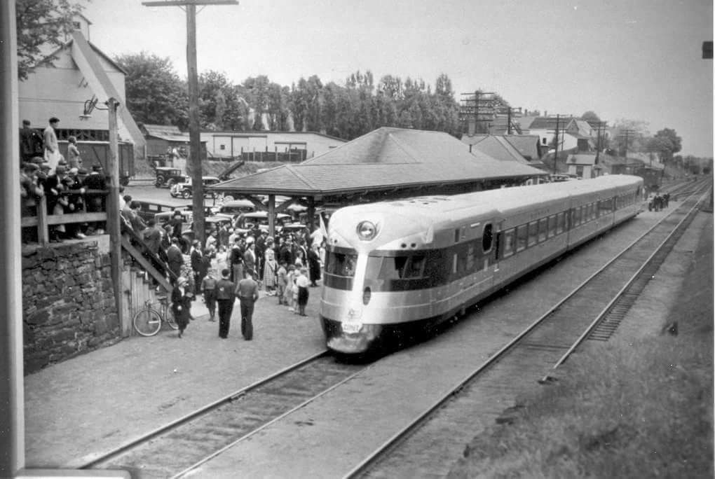 Pin by Maxx Tee on 30s streamliners Railroad pictures