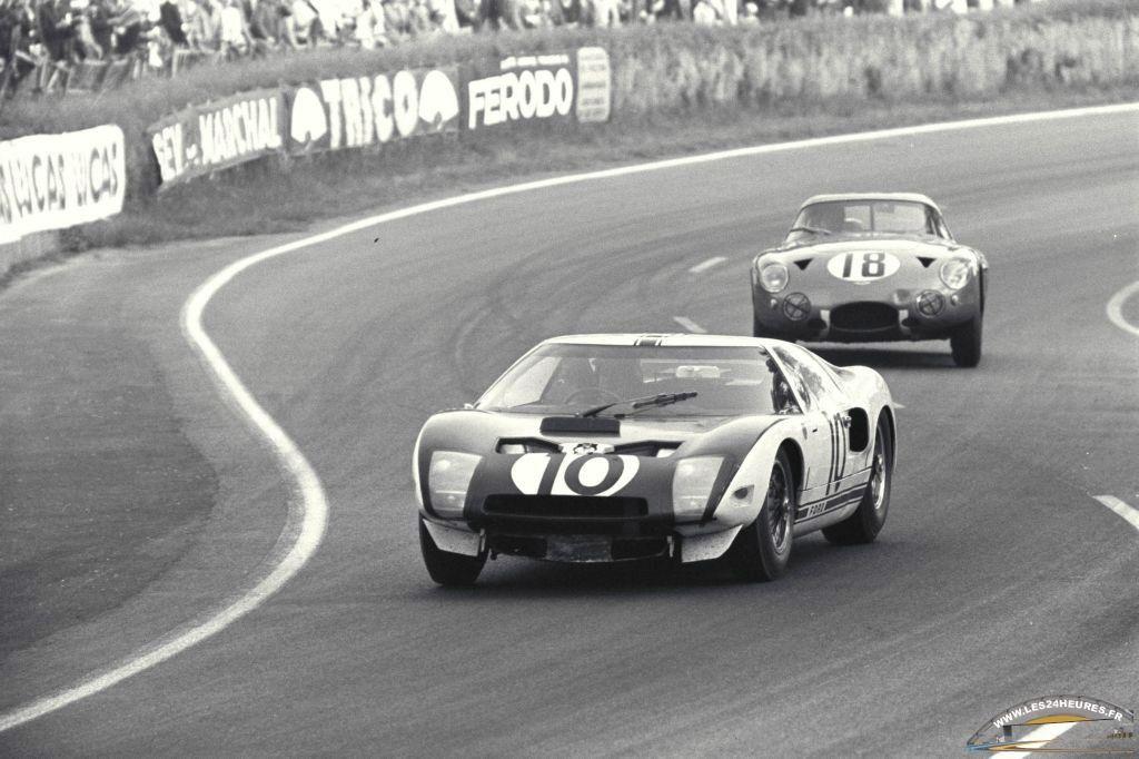 Le Mans 1964 La Ford Gt40 N 10 Di Phil Hill Usa Bruce