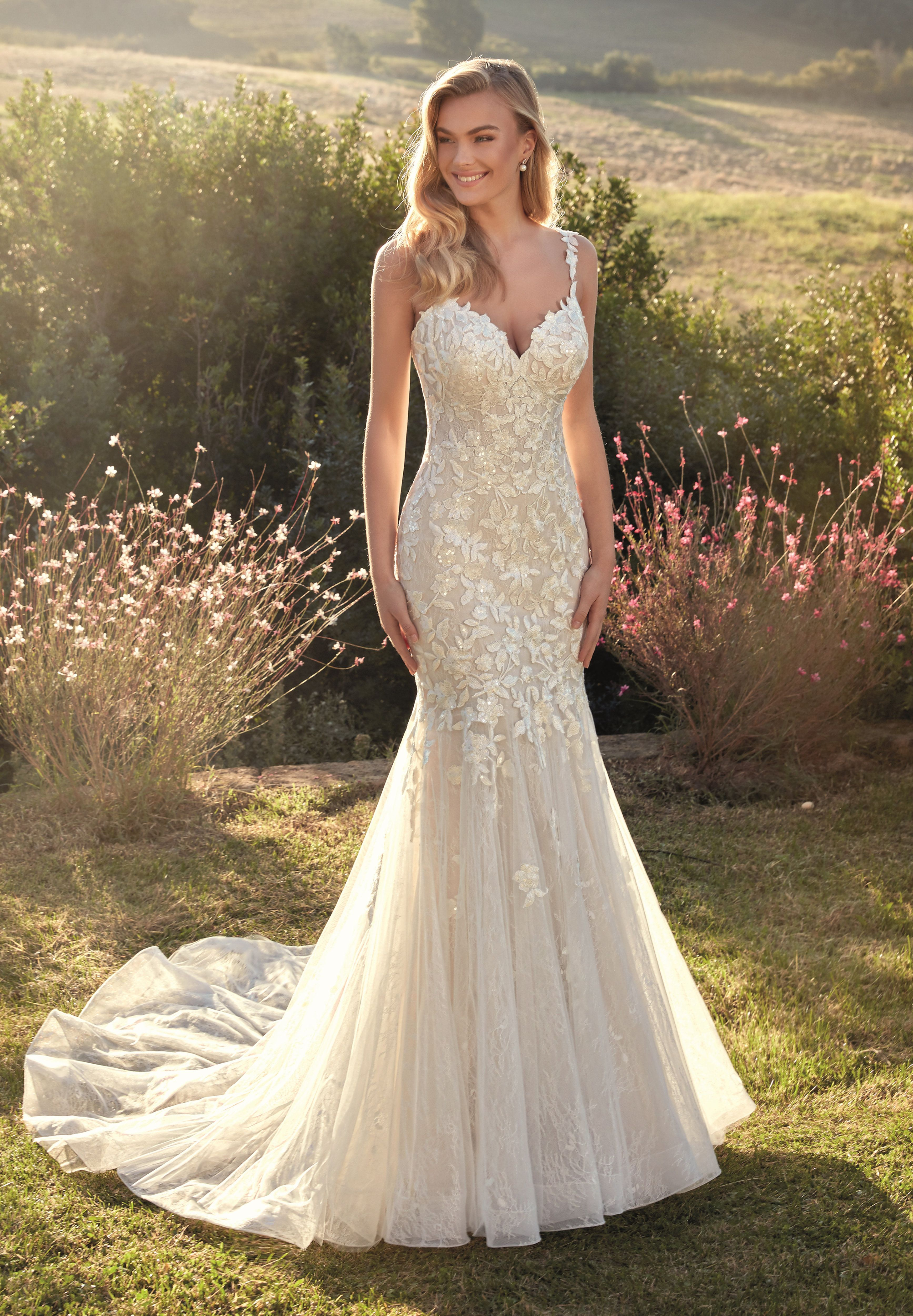 Ivory Lace Fit Flare Bridal Gown Size 10 In 2021 Mermaid Style Wedding Dress Timeless Wedding Dress Bridal Gowns [ 5000 x 3470 Pixel ]