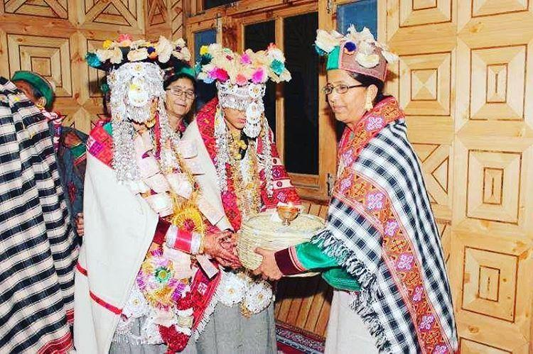 omg-facts-bizarre-wedding-tradition-बहन बनती है दूल्हा