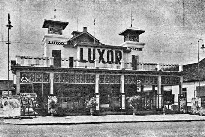 "Photo of : Luxor Kino in Bandung Datum 1931 Quelle ""BANDOENG'S AMUSEMENTS OCCASIONS …"