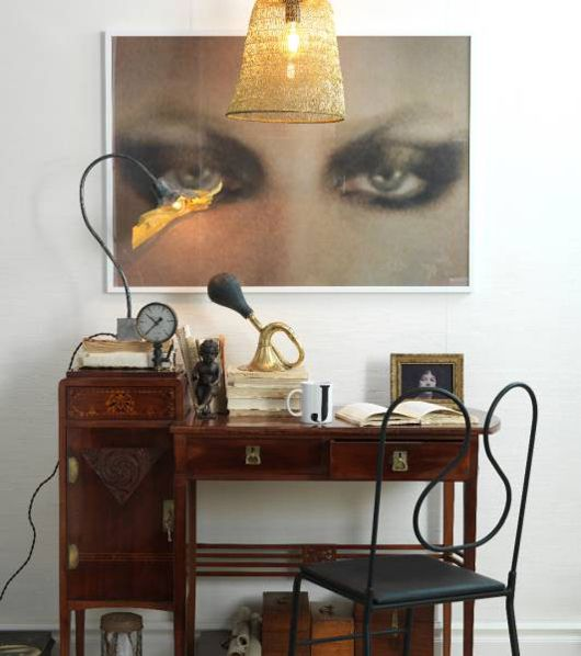 I am always looking for Jugendstil things combined in a modern way and its not easy to find. This fits the bill! The big photograph is a great idea to give the darling desk a modern vibe.