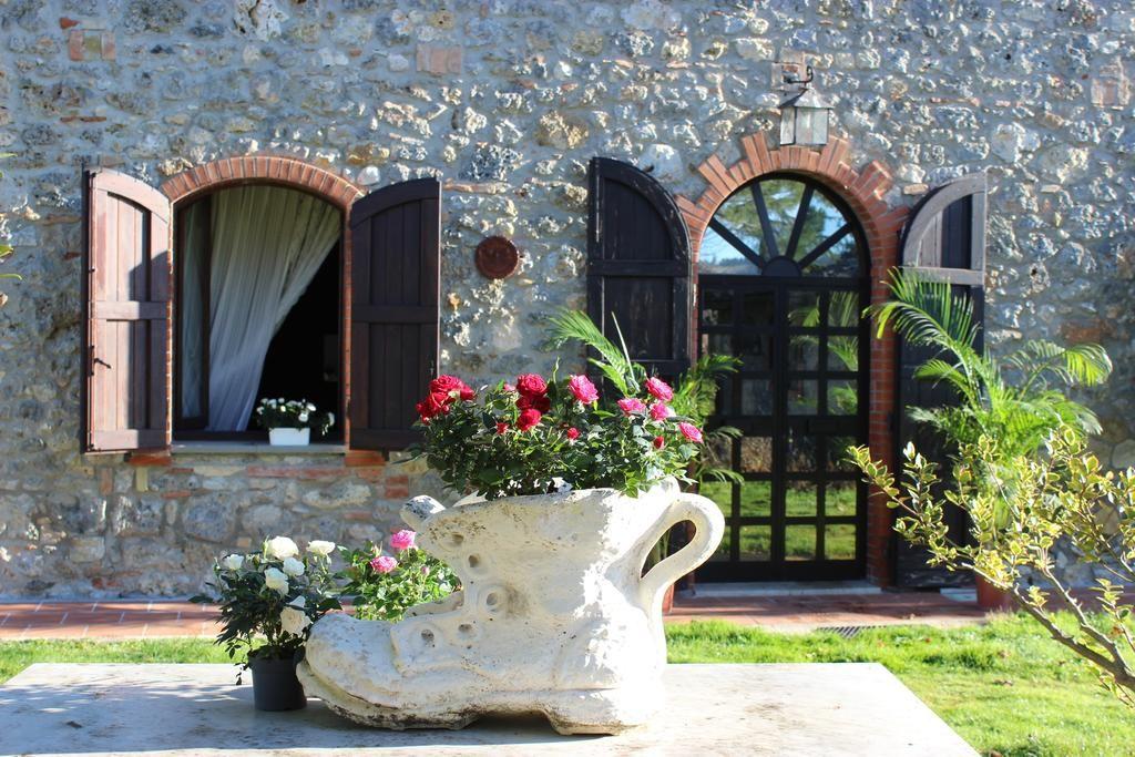 Villa Italia , Casole d'Elsa, Italy . Book