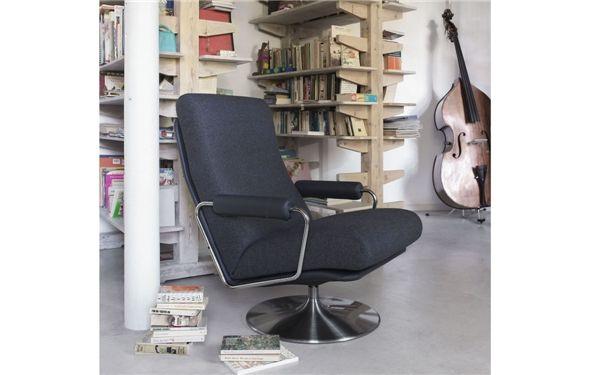 1957-  ooit had ik deze stoel met oranje wollen stof erop en dat was in 1971.