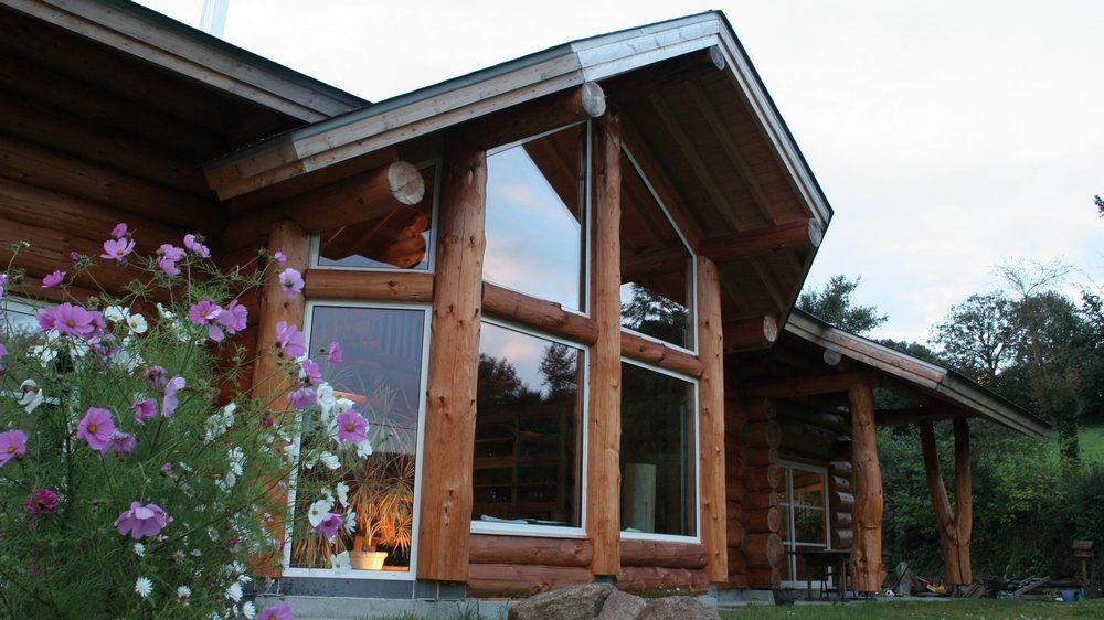 Construire une maison en rondins de bois grâce à l\u0027art de la fuste - maison bois et paille