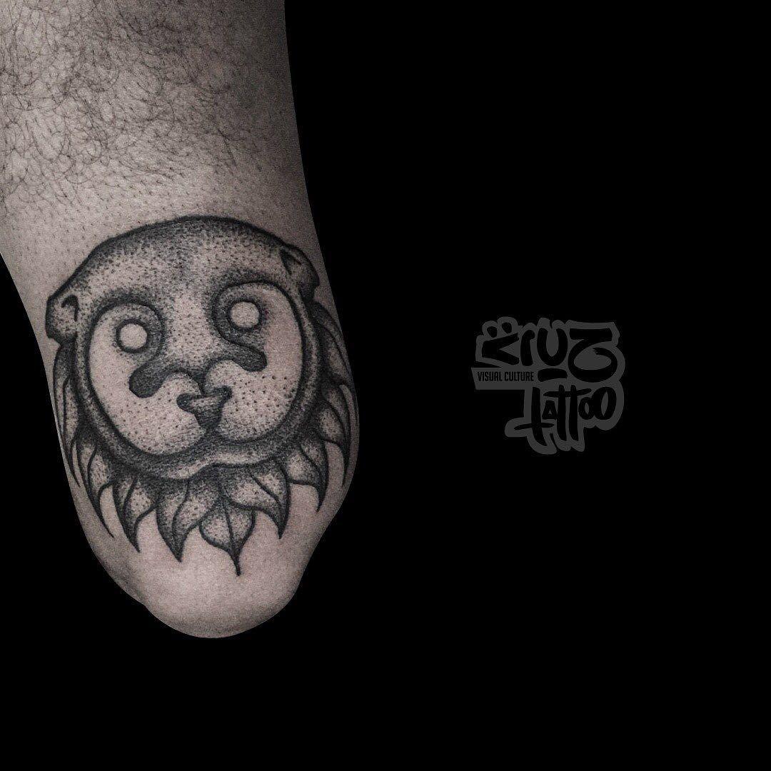 Nutria | Tattoo de cuarentena 🔥 . . . . . . . #tattoo #tattoos #black #blackwork #blackworktattoo #art #design #illustration #pointillism #pointillismtattoo #pointillismart #ink #inktattoo #autotattoo #quarentine #otter