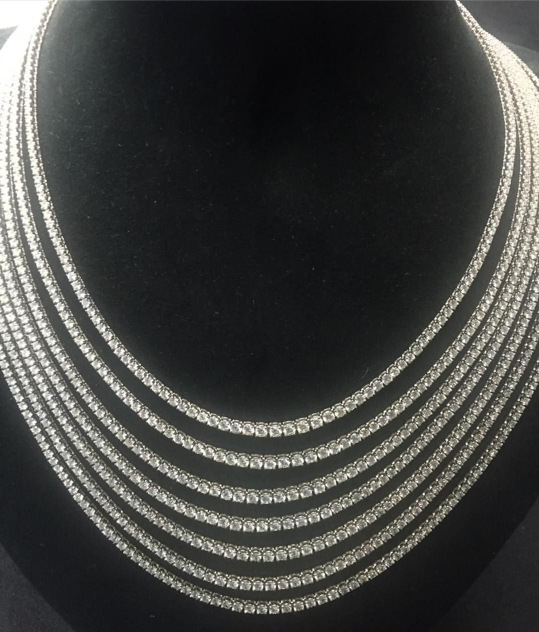 Looking for that finishing touch for your holiday? How about a diamond necklace with 100 dazzling carats? 💎