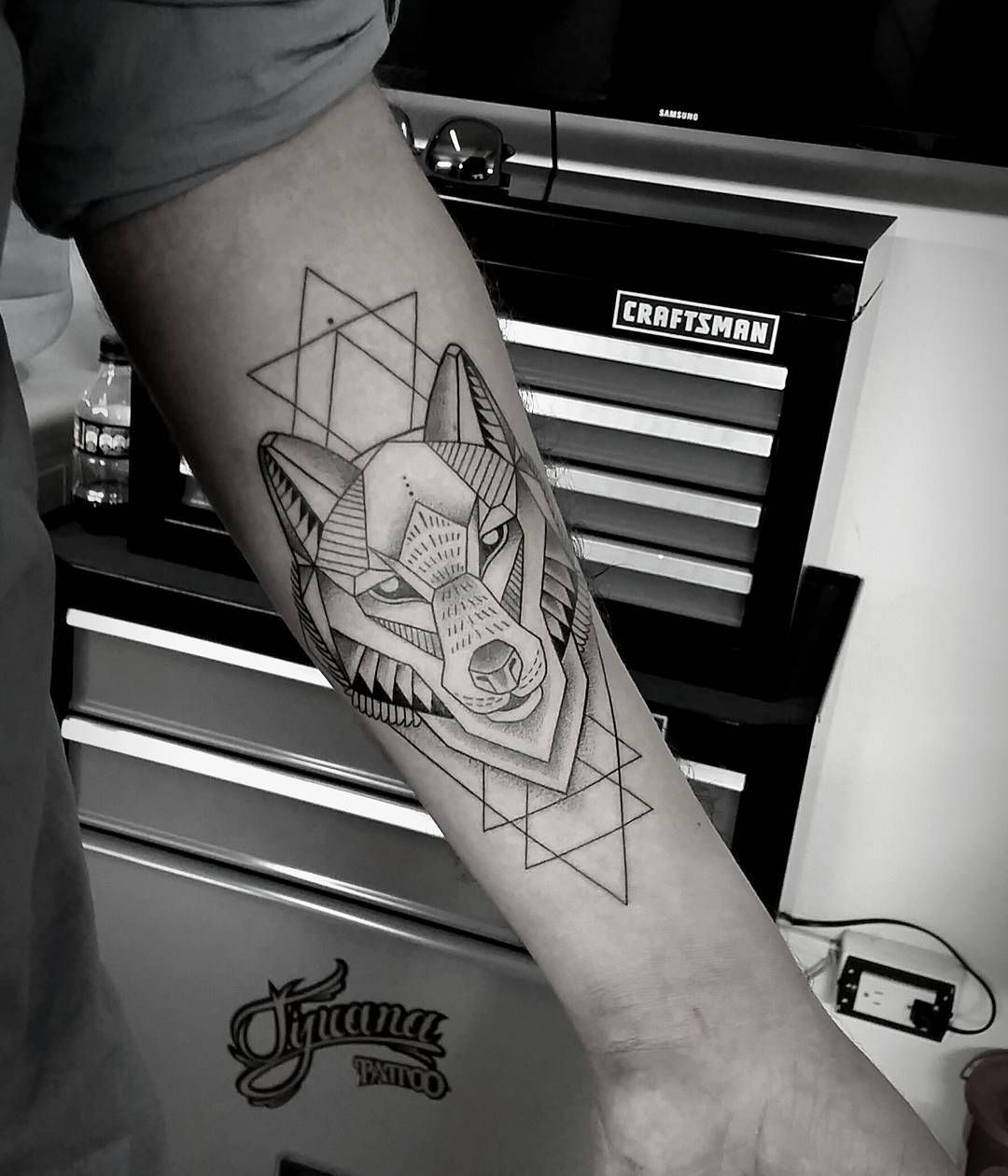 Geometric wolf   Geometric wolf tattoo, Tattoos for guys ...