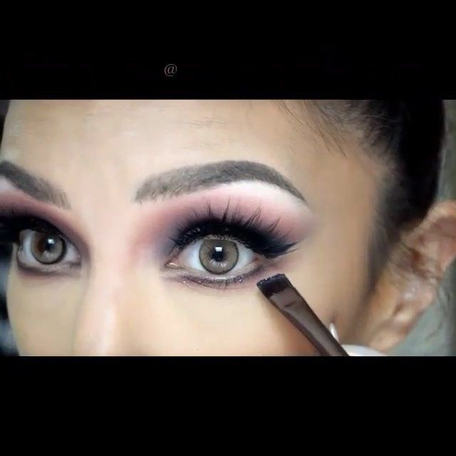 Gorgeous eye makeup tutorial by @auroramakeup  #hudabeauty