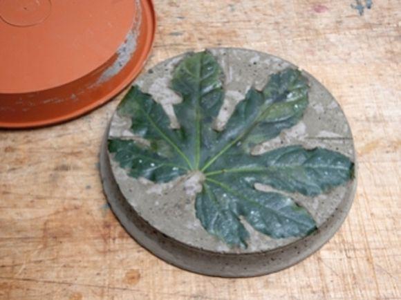 Trittsteine aus Beton Leicht gemachte Hingucker für jeden Garten - trittplatten selber machen