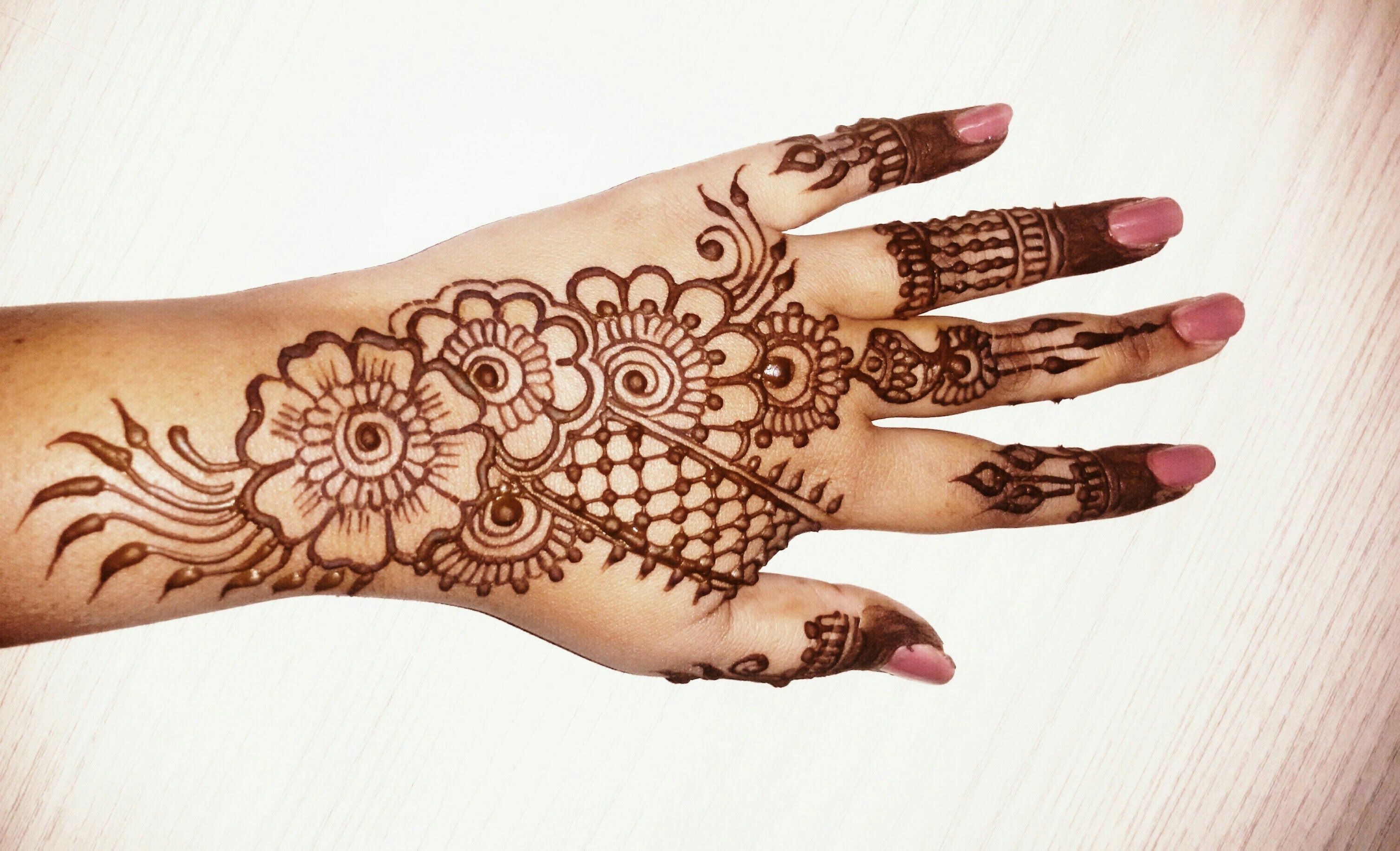 Mehndi Patterns And Designs : Hii all here is a video for simple and easy beautiful mehndi