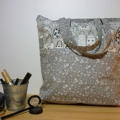 f46734299b2030 Sac de shopping totebag tons gris, noir et fleurs | couture : sacs ...