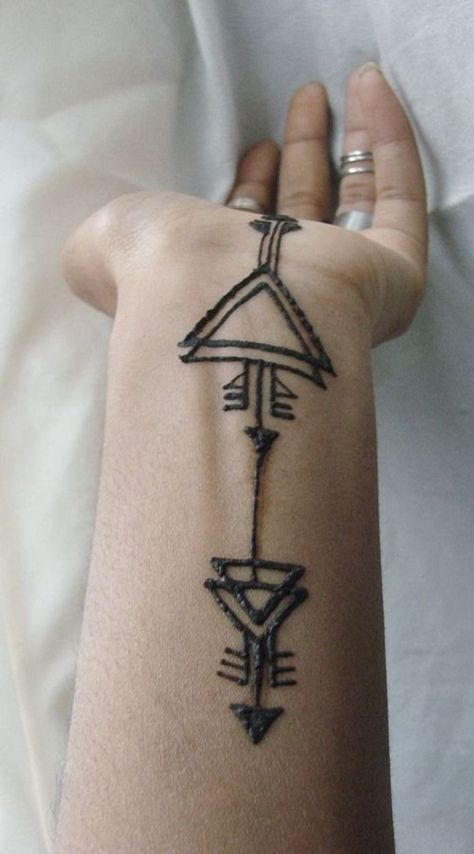 60 Simple Henna Tattoo Designs to try atleast once is part of Tribal henna designs, Henna tattoo designs, Geometric henna, Henna, Henna designs easy, Simple henna tattoo - These are some of the simple Henna tattoo designs you must try  Before getting anything related to Henna done any where your body make sure you are not