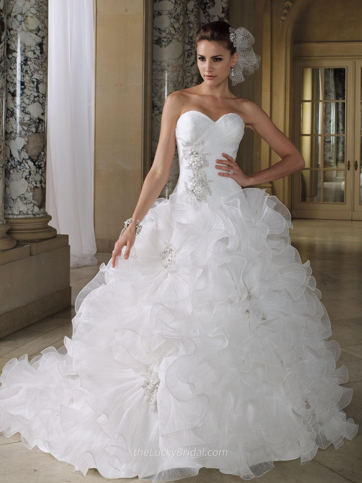 crystal pleated organza ruffled luxury sweetheart ball gown wedding dress
