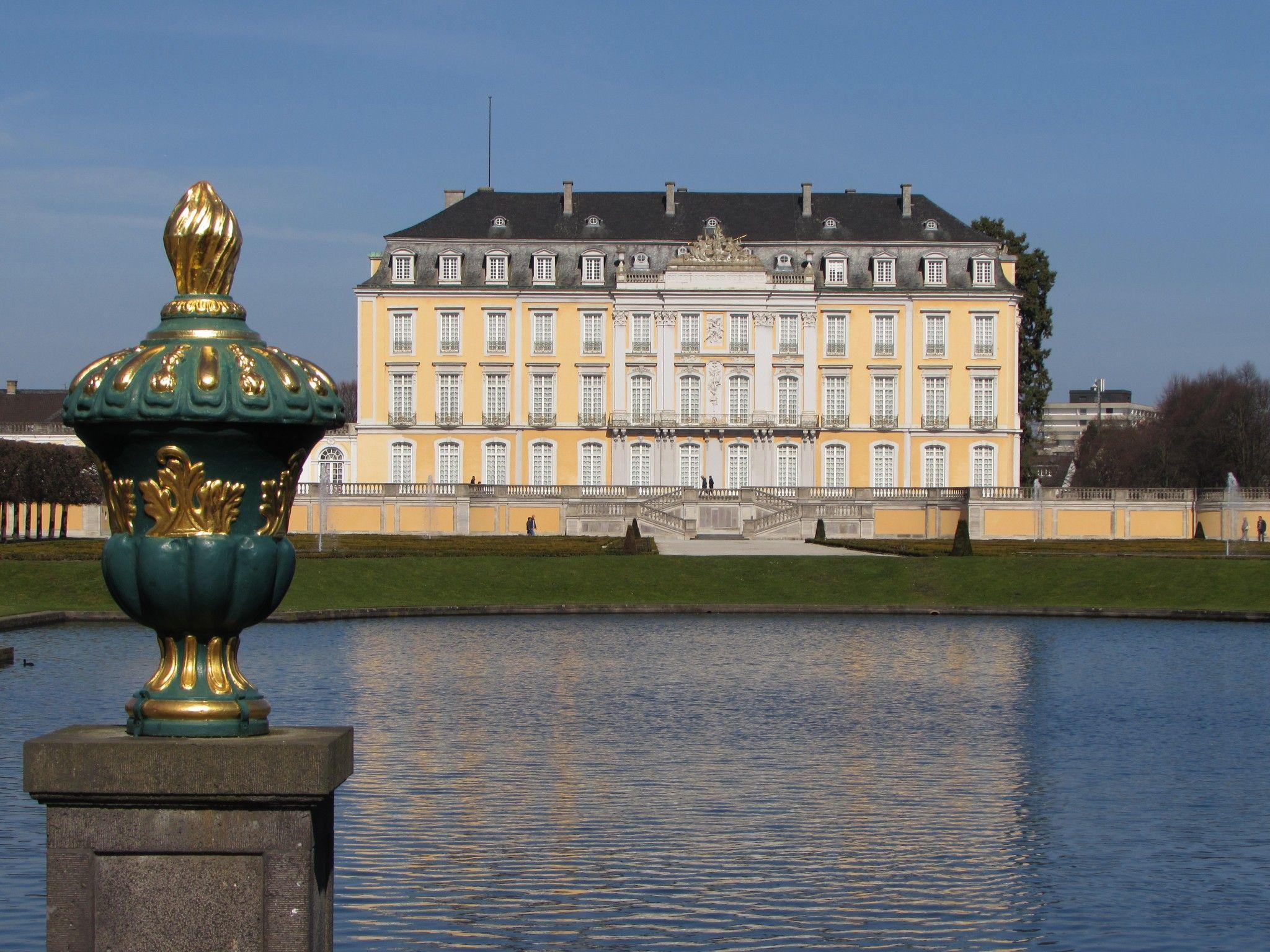Palacio De Augustusburg En Bruhl Obra Maestra Del Rococo En Alemania En 2020 Palacios Maestros Alemania