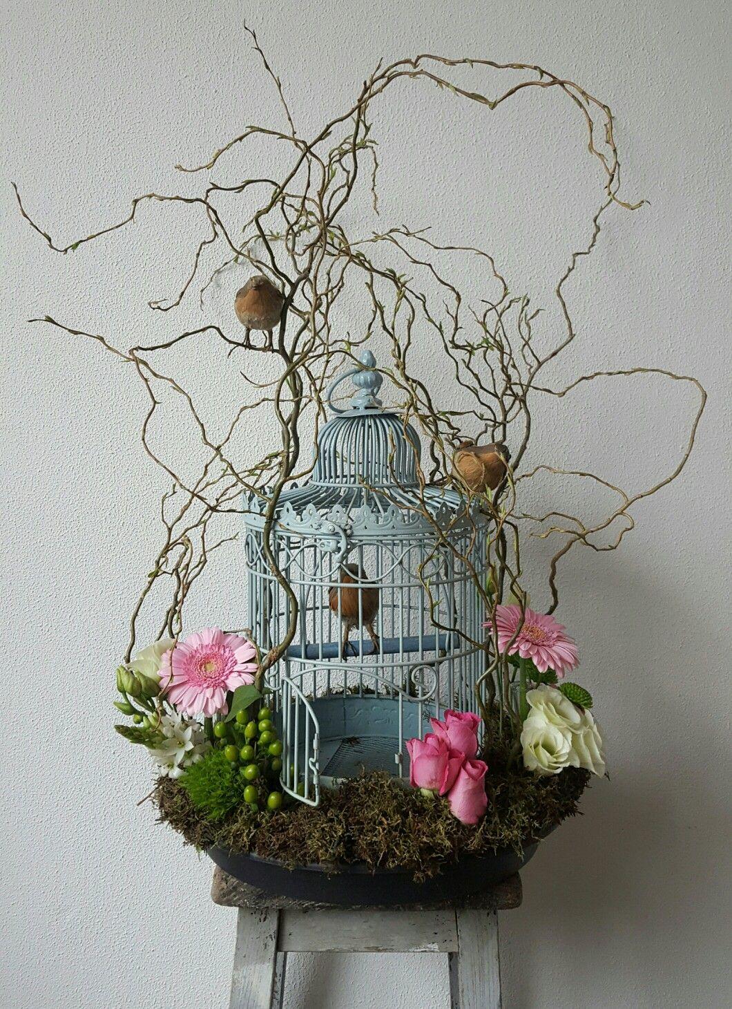 Paas decoratie kronkelwilg vogelkooi bloemen vogels mos pasen paastak paastakken