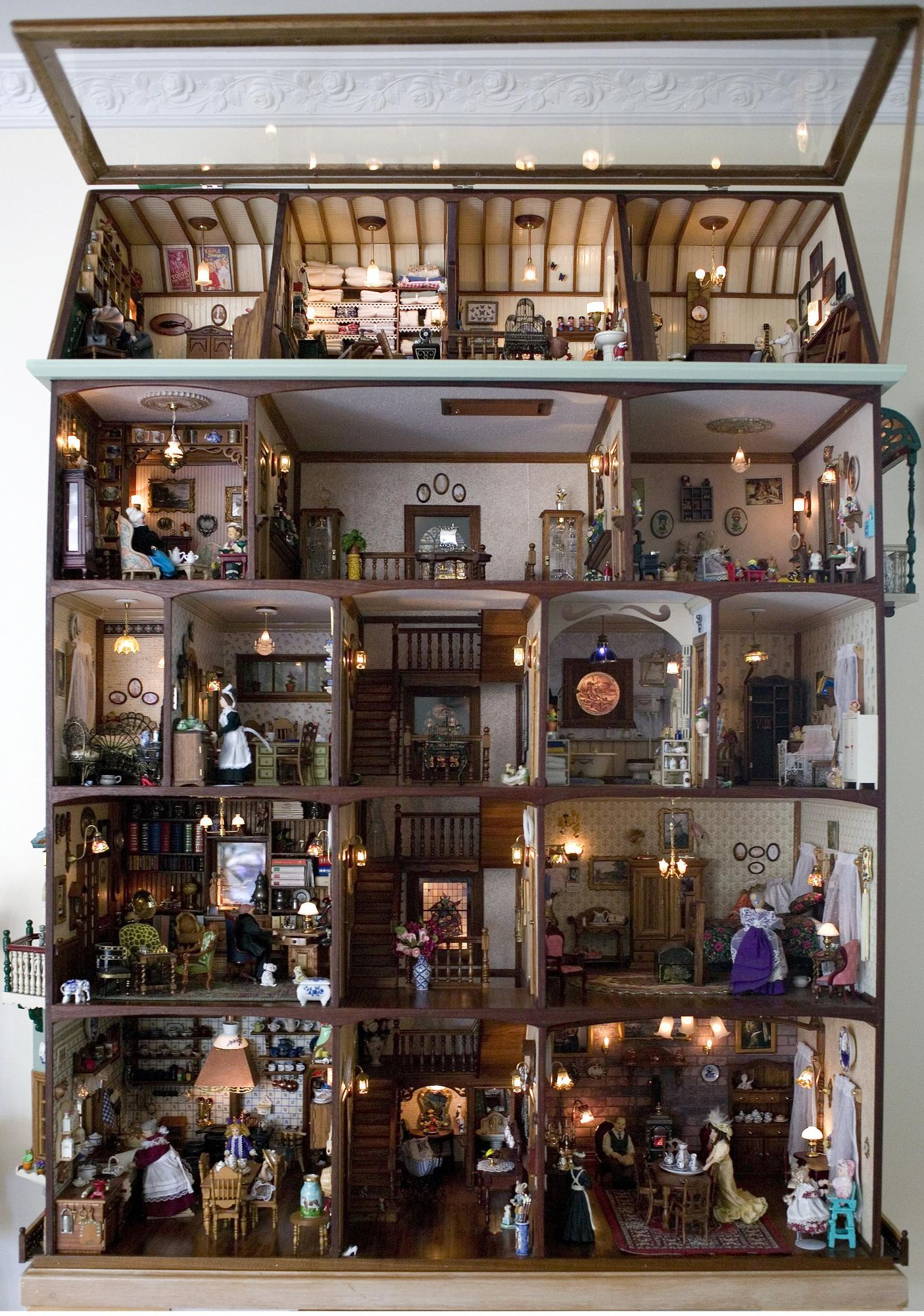 Doll's house made by Frans and Christina Bosdyk