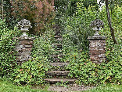 Dobermanneja, puutarhanhoitoa, sisustamista sekä elämää maalla