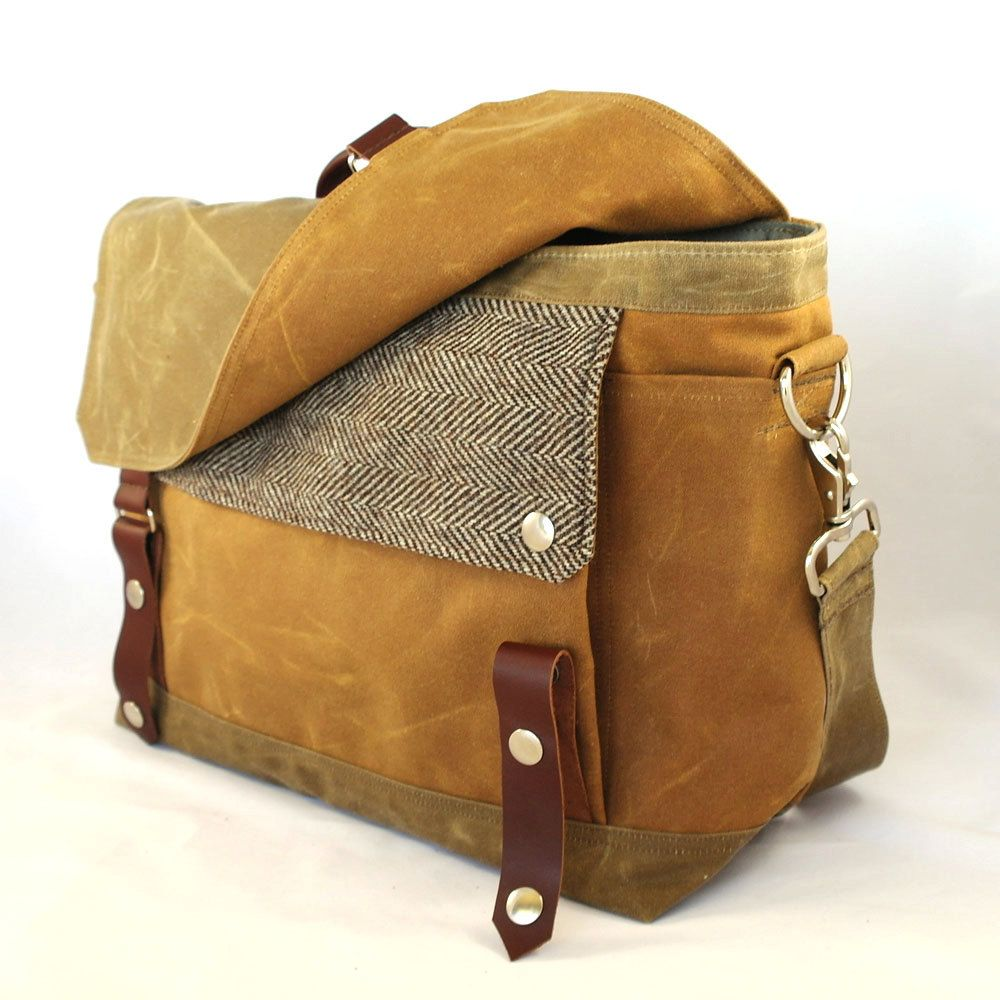 FRIDAY FRENZY   etsy find of the day 2   11.30.12'harry' waxed canvas messenger by woolybisonok, it's been long enough. i SO need a waxed canvas bag! this messenger-style satchel combines varied shades of brown and a fantastic tweed. want.