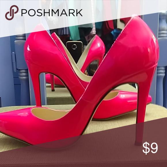 9fda510c0307 Hot pink heels 8 True hot pink. 4 inch heels. Width is M