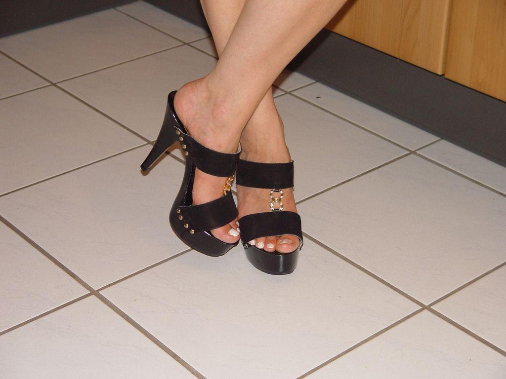 8a8f0fe8a1 pic0078 (KnulliBulli) Tags: heels highheels mules slides nylons toes fuss  füsse legs pantoletten