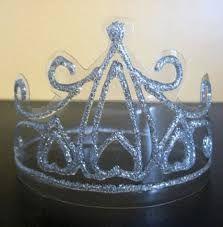 Resultado de imagen para como hacer corona de reinas facil