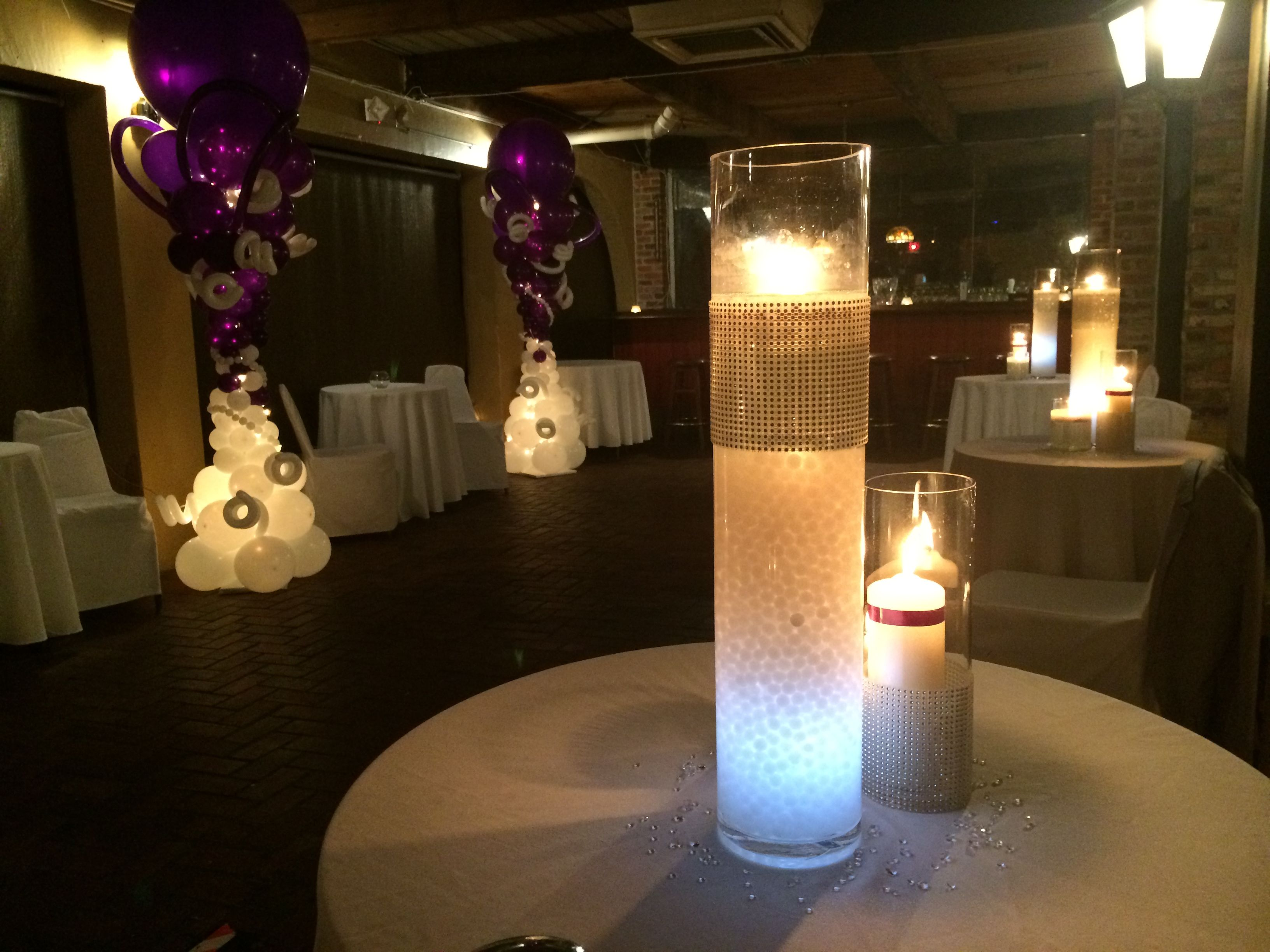 Centerpiece with candle led light and gel