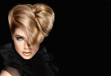 Doutzen Kroes, amazing make-up and hair style wallpaper